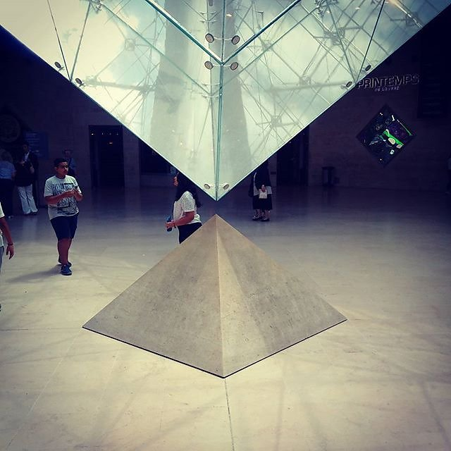 #paris #louvre #pyramid
